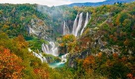 Καταπληκτική άποψη των διάσημων καταρρακτών στο εθνικό πάρκο Plitvice, ΟΥΝΕΣΚΟ της Κροατίας Στοκ φωτογραφία με δικαίωμα ελεύθερης χρήσης