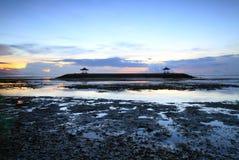 Καταπληκτική ανατολή στην παραλία Sanur, Μπαλί, Ινδονησία Στοκ φωτογραφία με δικαίωμα ελεύθερης χρήσης
