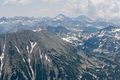 Καταπληκτική πανοραμική άποψη στο βουνό Pirin από την αιχμή Vihren Στοκ φωτογραφία με δικαίωμα ελεύθερης χρήσης