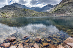 Καταπληκτική πανοραμική άποψη των λιμνών Musalenski και της αιχμής Musala, βουνό Rila Στοκ Εικόνες