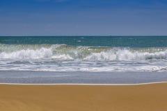 Καταπληκτική παραλία και χρυσή άμμος στον κόλπο Arugam, Σρι Λάνκα στοκ φωτογραφία με δικαίωμα ελεύθερης χρήσης