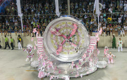 Καταπληκτική υπερβολή κατά τη διάρκεια του ετήσιου καρναβαλιού στο Ρίο ντε Τζανέιρο στοκ φωτογραφίες με δικαίωμα ελεύθερης χρήσης