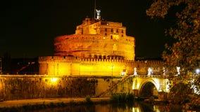 Καταπληκτικοί άγγελοι αποκαλούμενο το Castle Castel Sant Angelo στη Ρώμη τή νύχτα Στοκ Εικόνες