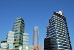 Καταπληκτικοί ουρανοξύστες στο Σαντιάγο, Χιλή Στοκ φωτογραφία με δικαίωμα ελεύθερης χρήσης