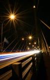 Καταπληκτικό ελαφρύ χρώμα ιχνών στη γέφυρα Στοκ φωτογραφίες με δικαίωμα ελεύθερης χρήσης