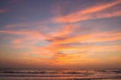 Καταπληκτικό ηλιοβασίλεμα στην παραλία Arambol, ο Βορράς Goa, Ινδία Στοκ εικόνα με δικαίωμα ελεύθερης χρήσης