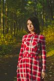 Καταπληκτικό κορίτσι στο δάσος Στοκ Εικόνα