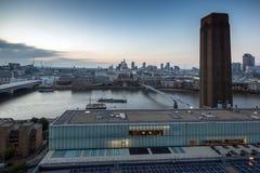 Καταπληκτικό πανόραμα ηλιοβασιλέματος από τη σύγχρονη στοά του Tate στην πόλη του Λονδίνου, Αγγλία, Μεγάλη Βρετανία Στοκ φωτογραφίες με δικαίωμα ελεύθερης χρήσης