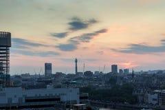 Καταπληκτικό πανόραμα ηλιοβασιλέματος από τη σύγχρονη στοά του Tate στην πόλη του Λονδίνου, Αγγλία, Μεγάλη Βρετανία Στοκ εικόνες με δικαίωμα ελεύθερης χρήσης