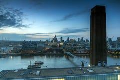 Καταπληκτικό πανόραμα ηλιοβασιλέματος από τη σύγχρονη στοά του Tate στην πόλη του Λονδίνου, Αγγλία, Μεγάλη Βρετανία Στοκ εικόνα με δικαίωμα ελεύθερης χρήσης