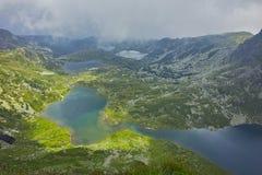 Καταπληκτικό πανόραμα του διδύμου, Trefoil, των ψαριών και των ανώτερων λιμνών, οι επτά λίμνες Rila Στοκ Εικόνες
