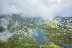 Καταπληκτικό πανόραμα του διδύμου, Trefoil, των ψαριών και των ανώτερων λιμνών, οι επτά λίμνες Rila Στοκ Εικόνα