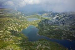 Καταπληκτικό πανόραμα του διδύμου, Trefoil, των ψαριών και των ανώτερων λιμνών, οι επτά λίμνες Rila Στοκ εικόνες με δικαίωμα ελεύθερης χρήσης