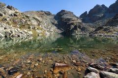 Καταπληκτικό τοπίο των τρομακτικών αιχμών λιμνών και Kupens, βουνό Rila Στοκ εικόνες με δικαίωμα ελεύθερης χρήσης