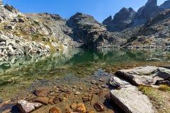 Καταπληκτικό τοπίο των τρομακτικών αιχμών λιμνών και Kupens, βουνό Rila Στοκ Εικόνα