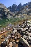 Καταπληκτικό τοπίο των τρομακτικών αιχμών λιμνών και Kupens, βουνό Rila Στοκ Εικόνες