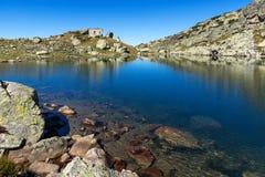 Καταπληκτικό τοπίο των τρομακτικών αιχμών λιμνών και Kupens, βουνό Rila Στοκ εικόνα με δικαίωμα ελεύθερης χρήσης