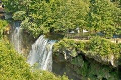 Καταρράκτες στην πράσινη φύση του ποταμού Korana στοκ φωτογραφία