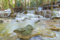 Καταρράκτες στο βαθύ δασικό εθνικό πάρκο της Ταϊλάνδης Στοκ Φωτογραφίες