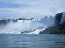 Καταρράκτες του Νιαγάρα στα σύνορα μεταξύ των ΗΠΑ και του Καναδά Στοκ Εικόνες