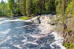Καταρράκτες Ruskeal κοντά στο χωριό Ruskeala στον ποταμό Tohmajoki, Καρελία, Ρωσία στοκ φωτογραφίες