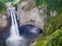 Καταρράκτες SAN Rafael στο πολύβλαστο τροπικό δάσος του του Εκουαδόρ Αμαζονίου Στοκ Εικόνα