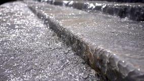 Καταρράκτης από τα σκαλοπάτια πετρών απόθεμα βίντεο