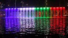 Καταρράκτης καναλιών νερού του Ντουμπάι απόθεμα βίντεο