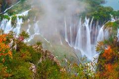 Καταρράκτης οι λίμνες Plitvice το φθινόπωρο Στοκ Φωτογραφίες