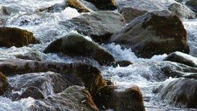 Καταρράκτης σε έναν αλπικό ποταμό στην Αυστρία φιλμ μικρού μήκους