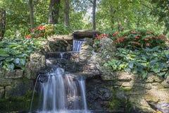 Καταρράκτης σε έναν βοτανικό κήπο Στοκ Εικόνες