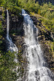 Καταρράκτης στα βουνά, Νορβηγία Στοκ εικόνα με δικαίωμα ελεύθερης χρήσης