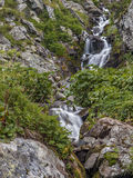 Καταρράκτης στα βουνά Στοκ εικόνες με δικαίωμα ελεύθερης χρήσης