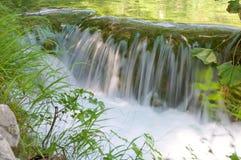 Καταρράκτης στις λίμνες Plitvice - εθνικό πάρκο της Κροατίας Στοκ Εικόνες