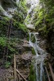 Καταρράκτης στο φαράγγι Kysel στο σλοβάκικο εθνικό πάρκο παραδείσου, Σλοβακία Στοκ φωτογραφία με δικαίωμα ελεύθερης χρήσης