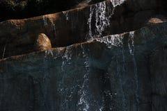 Καταρράκτης στο aquapark Στοκ φωτογραφία με δικαίωμα ελεύθερης χρήσης