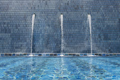 Καταρράκτης στο poolside Στοκ Φωτογραφία