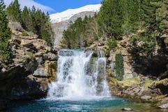 Καταρράκτης την άνοιξη στην κοιλάδα Ordesa, Αραγονία, Ισπανία Στοκ εικόνες με δικαίωμα ελεύθερης χρήσης