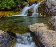 Καταρράκτης φθινοπώρου, ΑΜ Πιό βροχερό εθνικό πάρκο, πολιτεία της Washington στοκ εικόνες