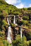 καταρράκτης όψης βουνών Στοκ Εικόνες