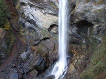 Καταρράκτης Berschnerfall στην κοιλάδα Seeztal και στο ρεύμα Berschnerbach στοκ εικόνα