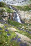 Καταρράκτης de cotatuero κάτω από Monte Perdido στην κοιλάδα Arag Ordesa Στοκ Φωτογραφίες