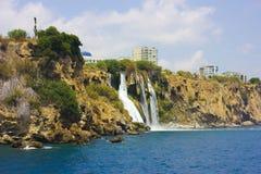 Καταρράκτης Duden σε Antalya Τουρκία κλίση που αλιεύει το μεσογειακό καθαρό τόνο θάλασσας ταξίδι Στοκ εικόνες με δικαίωμα ελεύθερης χρήσης