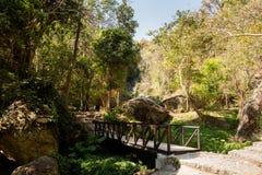 Καταρράκτης Huaykaew ζουγκλών στην Ταϊλάνδη Στοκ Εικόνες