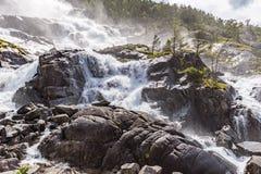 Καταρράκτης Langfossen θερινών βουνών στοκ εικόνες