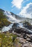 Καταρράκτης Langfossen θερινών βουνών στοκ φωτογραφίες με δικαίωμα ελεύθερης χρήσης
