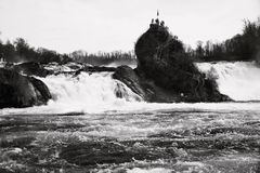 Καταρράκτης Rheinfall στην Ελβετία, γραπτή Στοκ Φωτογραφίες