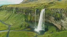 Καταρράκτης Seljalandsfoss της Ισλανδίας στο όμορφο ισλανδικό τοπίο απόθεμα βίντεο