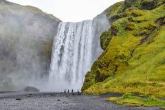 Καταρράκτης Skogafoss ένα ορόσημο στην Ισλανδία στοκ εικόνα με δικαίωμα ελεύθερης χρήσης