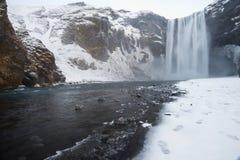 Καταρράκτης Skogafoss που καλύπτεται στον πάγο και το χιόνι Στοκ Εικόνες